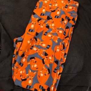 LaLaRoe fox leggings in tall & curvy